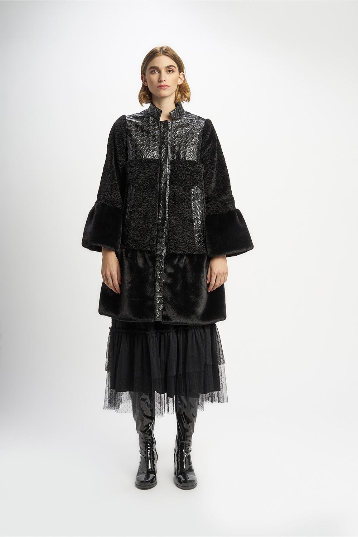 Poupée Chic | Abrigo pelo negro Frontal