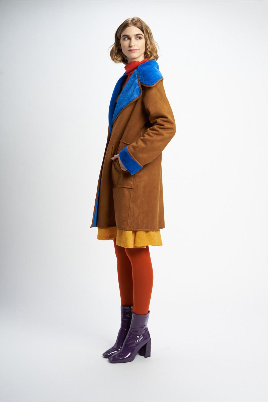 Poupée Chic | Abrigo piel winter poker camel Lateral